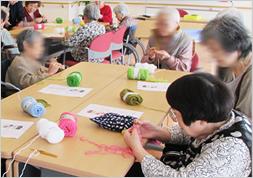 手芸クラブ 編み物に挑戦中